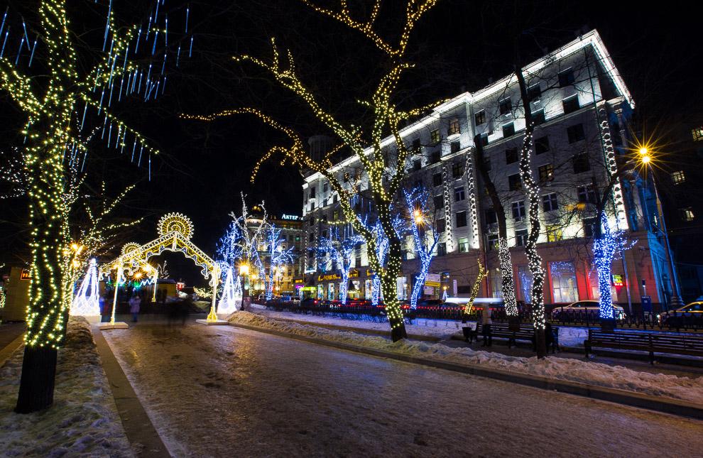 Декоративное освещение в городе